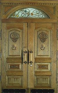 Деревянные входные двери в квартиру купить с доставкой по Москве у производителя